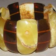 Браслеты из янтаря и искусственных камней фото