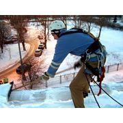 Уборка снега с крыш фото