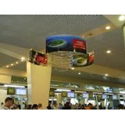 Реклама в аэропорту реклама на общественном транспорте фото