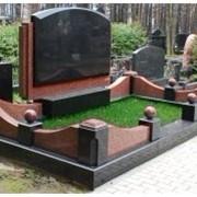 Изготовление и установка памятников, надгробий, оград фото