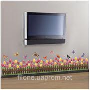 Стикер на стену - деревенский заборчик с тюльпанами и бабочками фото