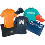 Нанесение логотипов спортивных номеров фирменных эмблемслоганов и изображений на текстильные изделия фото