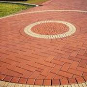 Профессиональная укладка тротуарной плитки фото