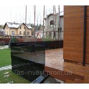 Ограждения террасы тонированным стеклом с точечными креплениями из нержавейки в