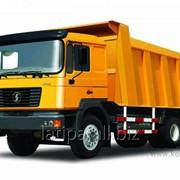 Грузоперевозки средне- и крупнотоннажным автотранспортом грузоподъемностью до 50 тонн. На выбор 2 и 3-х осные тягачи с полуприцепами-самосвалами от 33 до 45 куб.м. фото