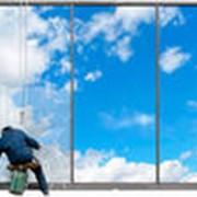 Мойка фасадов, окон и витрин фото
