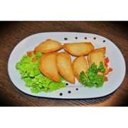 Доставка горячих закусок - Мини-чебуреки с курицей фото