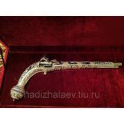 Пистолет серебряный, сувенирный фото
