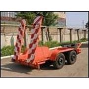 Прицеп-платформа для перевозки дорожно-строительной техники.