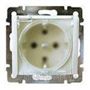Розетка с заземлением крышкой и защитными шторками IP44 Белая фото
