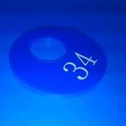 Гардеробные номерки, синие фото