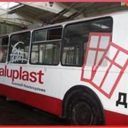 Реклама на электротранспорте фото