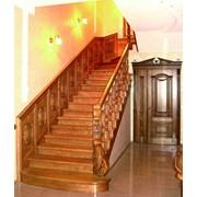 Лестницы деревянные на бетоне