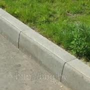 Камень бортовой бетонный фото