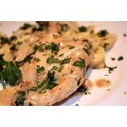 Доставка горячих блюд - Куриная грудка в сливочном соусе фото