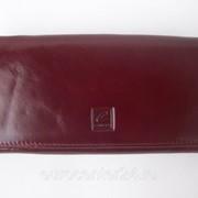 Бордовый кожаный женский кошелек фото