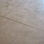 Выравнивающая шлифовка каменных плит. фото