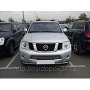 Решетка в бампер центральная хром Nissan Navara (11-) фото