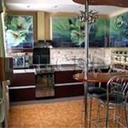 Кухня с фотофасадом (светло-зеленые цветы) фото