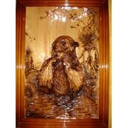 Картина резная медведь и рыба