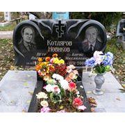 Памятник на два портрета
