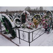 Цоколь из габбро-диабаза Заринск Эконом памятник с резным крестиком в углу Краснозаводск