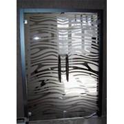 Стеклянные двери распашные фото