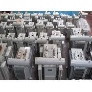 Трансформаторы изготавливаются в герметичном исполнении с полным заполнением маслом без расширителя и без воздушной или газовой подушки. фото