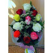 """Букет из 11 разноцветных роз с """"Днем рождения!"""" фото"""