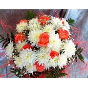 """Букет из 9 розовых роз и белых кустовых хризантем """"С днем рождения!"""" фото"""