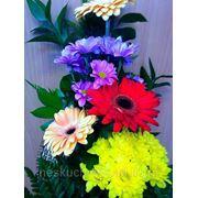 """Букет с герберами и хризантемами """"Уйдем неслышно в сказкою объятый, цветущий сад из царства красоты... """" фото"""