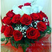 """Букет из 31 красных и белых роз """"30 лет - это время улыбок, когда мир поглощаем глазами..."""""""