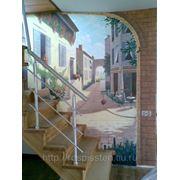 Роспись стены у лестницы. фото