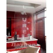 Водопад по стеклу на кухне фото