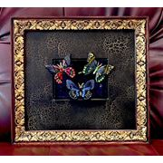 """Композиция """"Вечерние бабочки"""" из цветного стекла с сусальным золотом в деревянной раме фото"""
