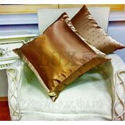 Декоративные подушки, комбинированные из двух тканей.