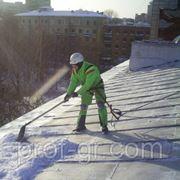 Очистка крыши от снега и наледи по всей площади кровли фото