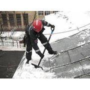 Уборка снега , очистка крыш от снега и наледи, удаление сосулек фото