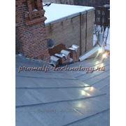 Чистка крыш от снега и наледи, удаление сосулек, альпинисты фото