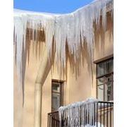 Уборка крыши от сосулек и снега фото