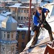 Расчистка кровли от снега в СПб фото