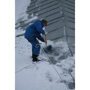 Очистка крыши от сосулек и снега фото