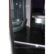 Помыть кафель, сантехнику в ванной и туалете фото