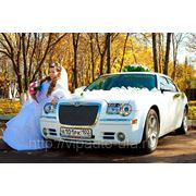 Шикарные автомобили и лимузины на свадьбу в Уфе. Автобусы. Свадебные украшения. фото