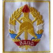 Вышивка объемных логотипов фото