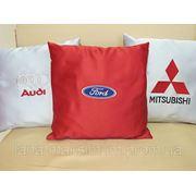 Вышивка на подушках и товарах для автомобилей фото