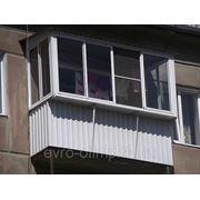 Балкон ПВХ с крышей в каркасе с выносом в 3 стороны фото