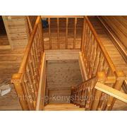 Лестница на второй этаж из дерева фото