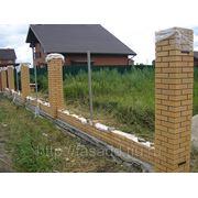 Ограда из кирпича фото
