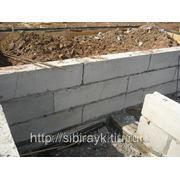 Монтаж фундаментных блоков (ФБС) фото